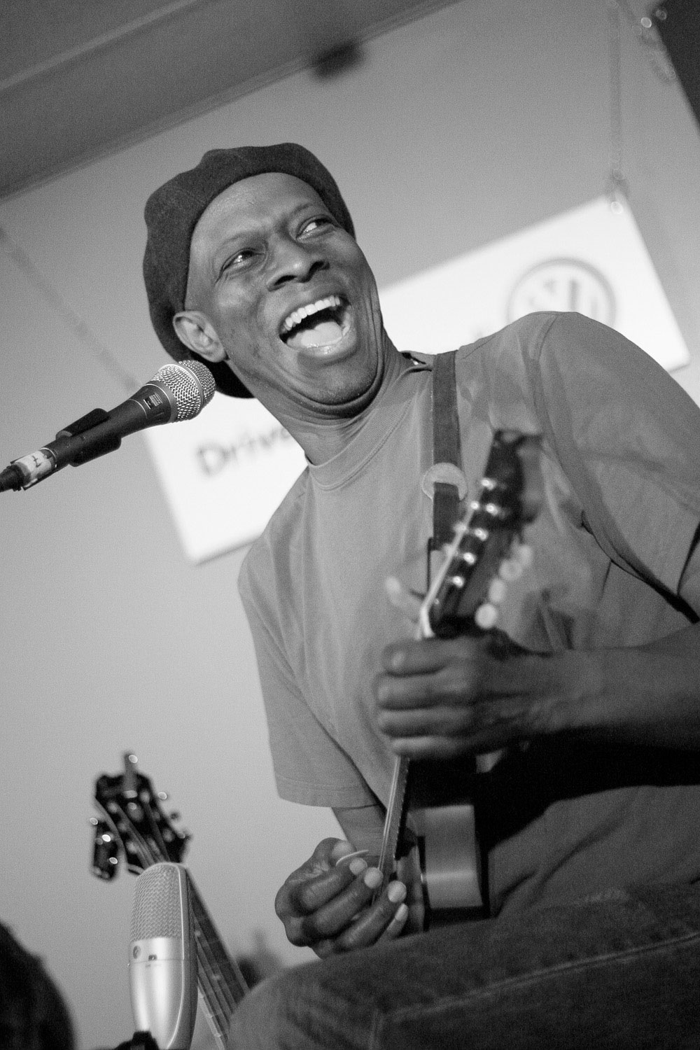 Keb' Mo', blues musician, sings and plays at KINK.fm 102