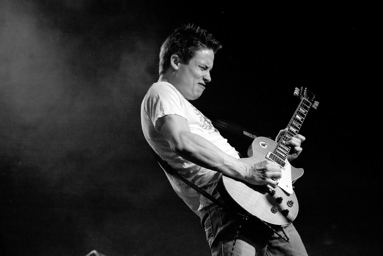 Jonny Lang playing guitar in Portland Oregon.